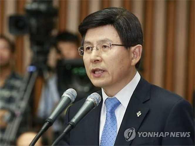 Sau một thời gian căng thẳng không có hồi kết, Thủ tướng Hàn Quốc, Hwang Kyo-ahn đã đăng đàn tuyên bố mong muốn người láng giềng cùng hướng tới một tương lai hòa bình trên bán đảo Triều Tiên trong buổi lễ kỷ niệm 65 năm nổ ra cuộc chiến tranh Triều Tiên 25/6/1950 - 25/6/201 trước sự có mặt của 3.000 người