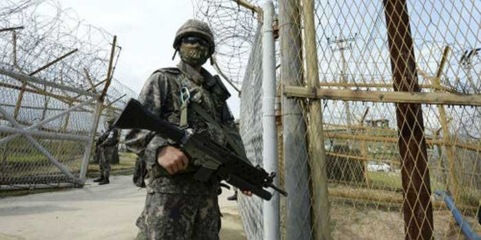 Đầu tháng 8/2015, tình hình bán đảo Triều Tiên bất ngờ tăng nhiệt khi một vụ nổ xảy ra sáng ngày 4/8/2015 ở phần phía Nam của DMZ, tỉnh Gyeonggi, Hàn Quốc, khi các binh sĩ Hàn Quốc thuộc Sư đoàn Bộ binh số 1 đang thực hiện nhiệm vụ tuần tra thường lệ tại đây.