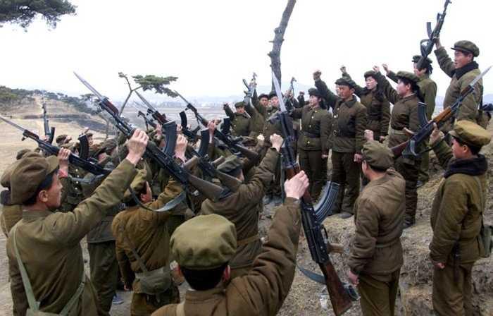 Chiều 20/8, hàng loạt quả đạn pháo được Triều Tiên và Hàn Quốc nã đạn vùng biên giới phía Tây.Hãng thông tấn Yonhap đưa tin Triều Tiên đã đe dọa có hành động quân sự với Hàn Quốc nếu phía Seoul không dừng các hành động tuyên truyền ở biên giới.