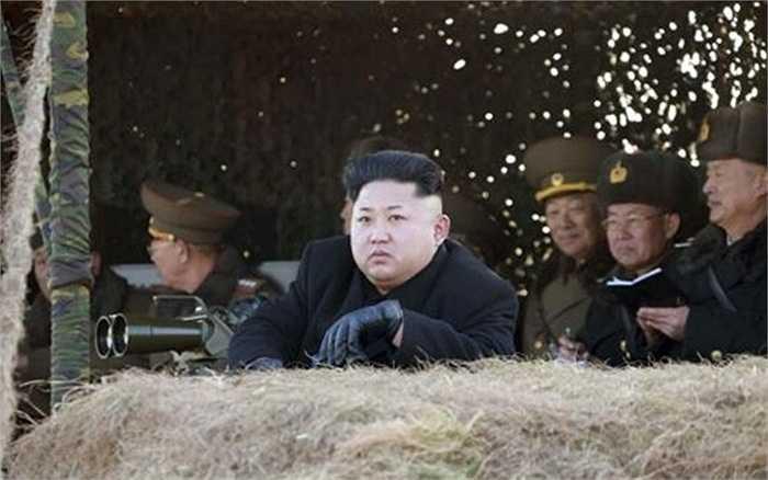 Trái với những diễn biến bình yên đầu tháng, ngày 31/1, Triều Tiên bắt đầu thực hiện những vụ thử tên lửa đối hạm mới với sự theo dõi trực tiếp từ nhà lãnh đạo Kim Jong-un. Những quả tên lửa được bắn từ một tàu hải quân loại nhỏ cho thấy năng lực quân sự của quốc gia này