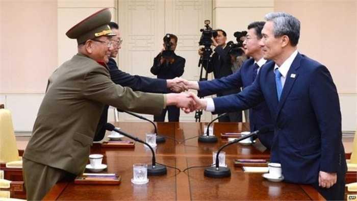 Đáp lại sự kêu gọi của quốc tế, các vị lãnh đạo cấp cao hai nước đã bước vào cuộc đàm phán xuyên đêm để tìm ra giải pháp ngưng chiến tranh và xung đột