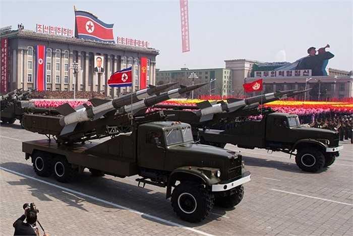 Lần thử nghiệm tên lửa của Triều Tiên diễn ra chỉ 1 ngày sau khi cuộc tập trận mang tên Key Resolve kết thúc. Hàn Quốc cũng lên tiếng tố cáo người láng giềng đang âm thầm phát triển tên lửa đất đối không và cho rằng đây là hành động trả đũa cuộc tập trận Mỹ - Hàn