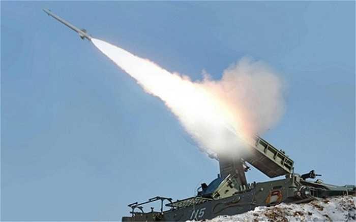 Ngày 9/4, Bộ trưởng Quốc Phòng Mỹ Ashton Carter đã lên kế hoạch thăm Hàn Quốc và trước đó 5 ngày, Triều Tiên bất ngờ phóng 4 quả tên lửa ra phía vùng biển phía Tây nước này. Trong chuyến thăm này, Bộ trưởng Quốc phòng Mỹ Ashton Carter đã nhóm họp với nhiều quan chức cấp cao Hàn Quốc