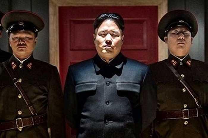 Bộ phim gây tranh cãi 'The Interview' đã được các nhà hoạt động xã hội Hàn Quốc chuyển tới Triều Tiên qua đường khinh khí cầu hồi đầu tháng 4 vừa qua. Bộ phim này xoay quanh việc ám sát nhà lãnh đạo Triều Tiên từ 2 điệp viên Mỹ và dĩ nhiên, Triều Tiên coi đây là một hành động chính trị gây ảnh hưởng tới hình ảnh của họ.