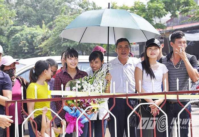 Những nụ cười hành phúc của gia đình các phạm nhân được đặc xá nhân dịp Quốc khánh 2/9.