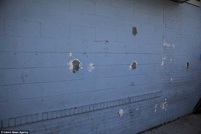 Những vết đạn trên tường là một phần bằng chứng của gần 2.000 vụ phạm tội bạo lực xảy ra mỗi năm tại thành phố nhỏ ở bang New Jersey, trong đó có 57 vụ án giết người.