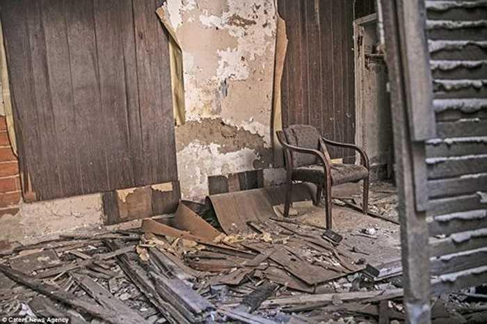 Những văn phòng bỏ không là địa điểm để những con nghiện tiêm trích, trong khi những ngôi nhà bỏ hoang là nơi ở của những người vô gia cư hay làm bãi rác.