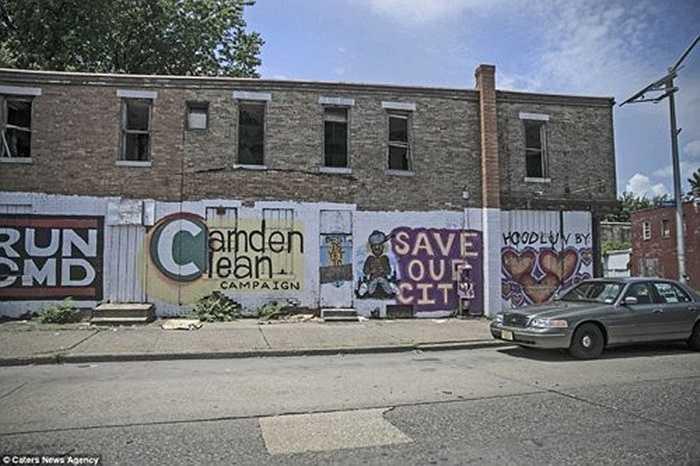 Những bức tranh graffiti xuất hiện dọc khắp các đường phố ở Camden.