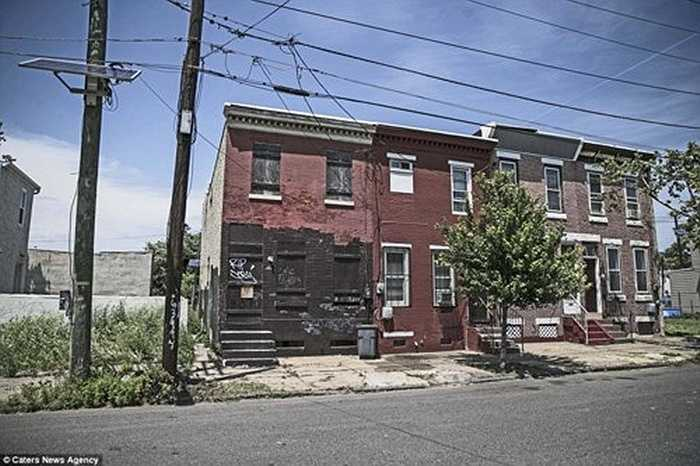 """Với dân số khoảng 7.000 người, nhưng Camden trông như một thị trấn """"ma"""" khi rất ít người đi lại trên đường phố."""