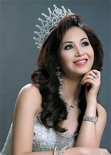 Nguyễn Diệu Hoa sinh ngày 20/12/1969 tại Hà Nội. Lúc đoạt danh hiệu Hoa hậu Việt Nam, số đo của Diệu Hoa là: cao 1m60 vòng 1: 84, vòng 2: 60, vòng 3: 86.