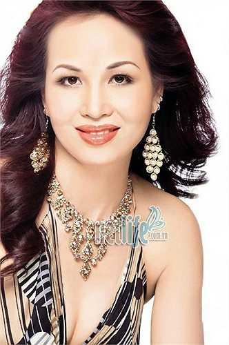 Năm 2007, Diệu Hoa nhận bằng thạc sỹ do chính công chúa Thái Lan trao sau khi bảo vệ xuất sắc luận án. Diệu Hoa được tổ chức kỷ lục Guiness Việt Nam trao kỷ lục là 'Hoa hậu Việt Nam biết nhiều ngoại ngữ nhất'.