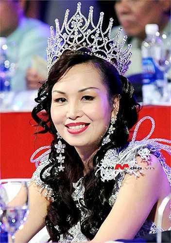 Diệu Hoa biết 5 thứ tiếng, cô thông thạo tiếng Nga, tiếng Anh, tiếng Pháp và nói được tiếng Ấn Độ, Thái Lan.
