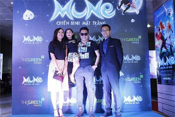 Minh Tiệp khoe vợ đẹp, con xinh khi dự buổi công chiếu phim 'Mune - Chiến binh mặt trăng'.