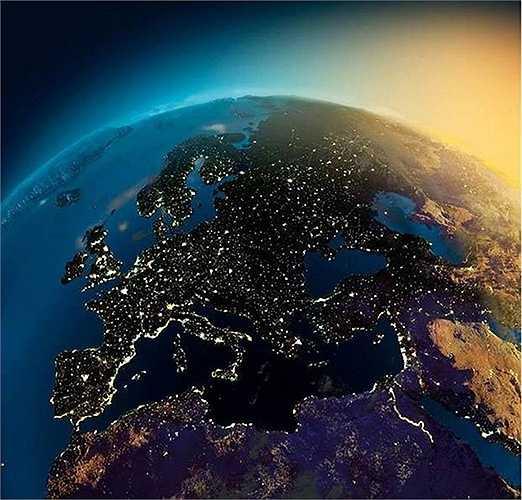 NASA vừa công bố những hình ảnh chụp các lục địa vào ban đêm từ vệ tinh. Phía trên là hình ảnh ánh sáng châu Âu về đêm
