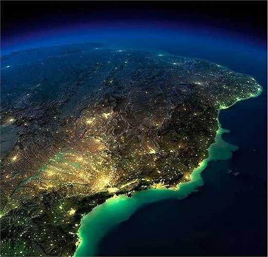 Khu vực phía Đông của Nam Mỹ về đêm