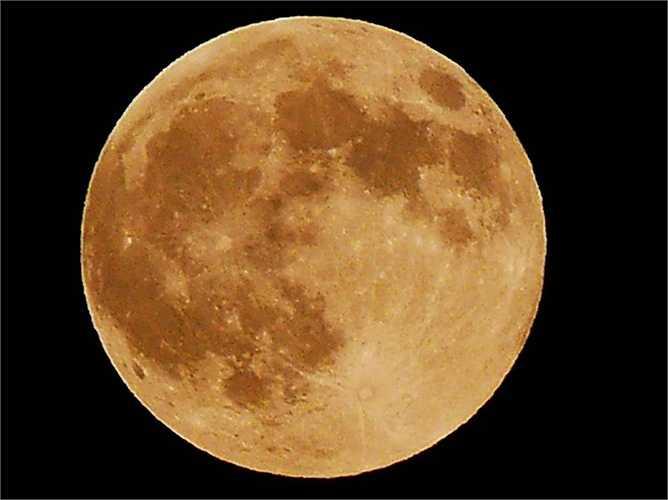 Theo các nhà khoa học, siêu trăng xuất hiện khi vị trí của trăng nằm gấn Trái đất nhất theo quỹ đạo nhất định, ở khoảng cách khoảng 361.836 km
