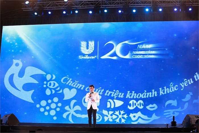 MC Nguyên Khang giới thiệu về ý nghĩa của chương trình 20 năm nâng tầm cuộc sống - Chăm chút triệu khoảnh khắc yêu thương