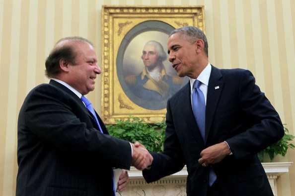 Tổng thống Barack Obama (phải) trong một cuộc gặp với Thủ tướng Pakistan Nawaz Sharif
