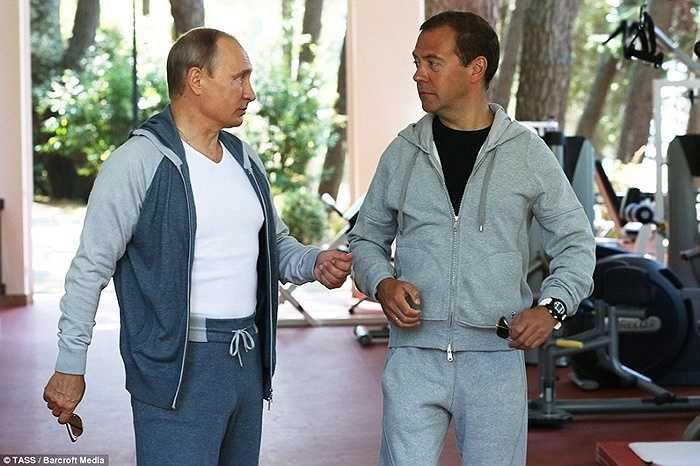 2 nhà lãnh đạo Nga trong trang phục thể thao trước khi luyện tập