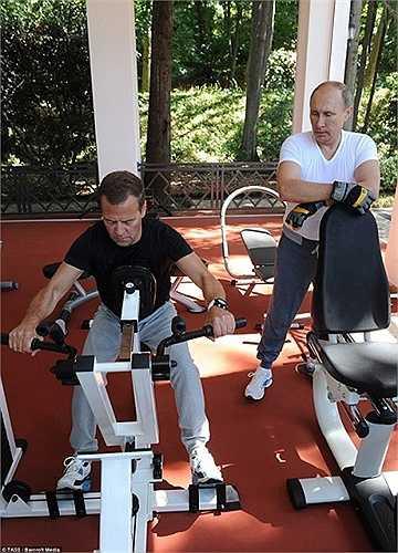 Tổng thống và Thủ tướng Nga cùng nhau tập gym