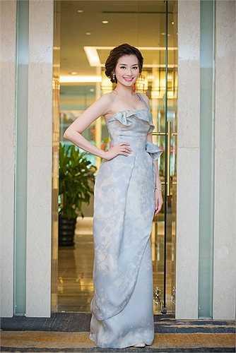 Góp mặt trong một sự kiện ở Hà Nội, Trúc Diễm khoe vẻ xinh đẹp, lộng lẫy.