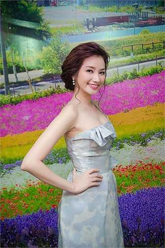 Hoa hậu thời trang ngày càng xinh đẹp, rực rỡ.