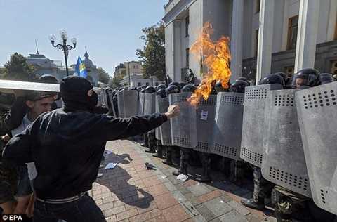 Cuộc bạo loạn lớn đã xảy ra trên đường phố Kiev