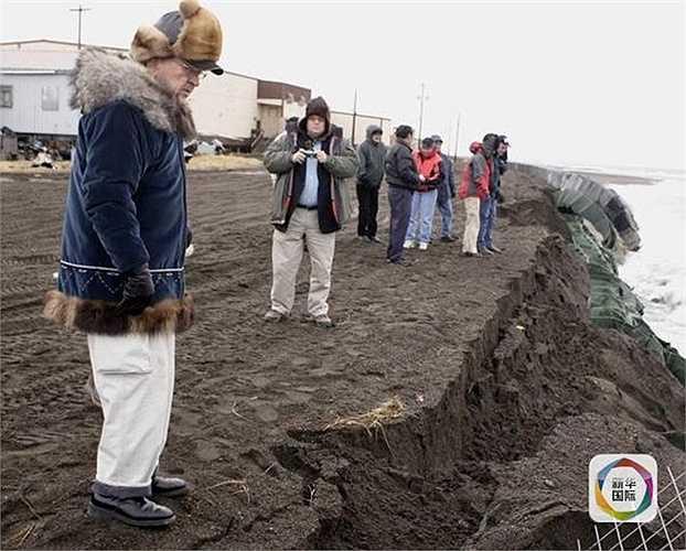 Ngôi làng này nằm ở rìa đất hẹp ở eo biển Bering xa xôi, với số dân 400 người