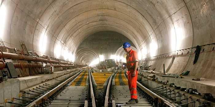 Thụy Sĩ vừa hoàn thành đường hầm dài nhất thế giới có tên là Gotthard ở Thụy Sỹ. Đường hầm này giúp giảm bớt thời gian đi từ Zurich đến Milan và Turin khoảng 1 giờ