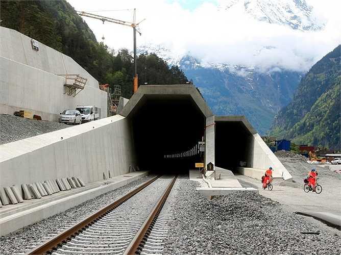 Đường hầm này sẽ được đưa vào sử dụng tháng 10 năm nay nhưng tháng 6/2016 mới được thông xe