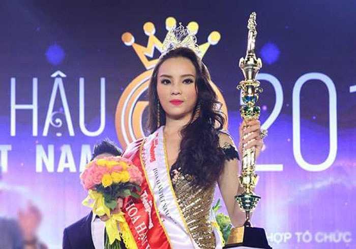 Nguyễn Cao Kỳ Duyên cũng là Hoa hậu phải đứng giữa nhiều luồng ý kiến khen chê ngày mới đăng quang.