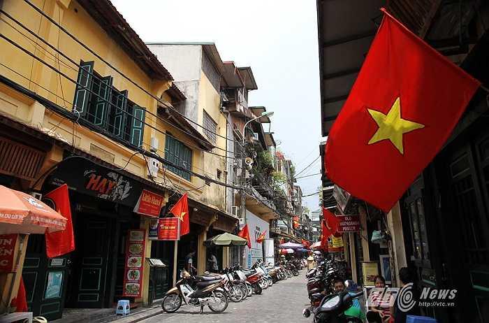 Hình ảnh trên phố Tạ Hiện.