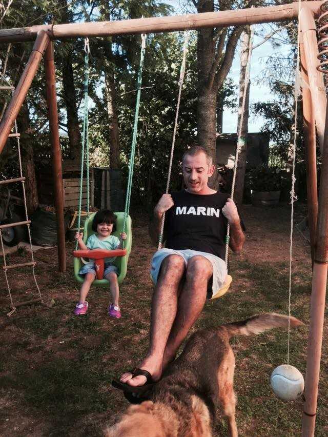 Thầy Giôm chơi đùa cùng con gái