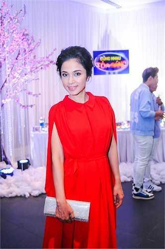 Nữ diễn viên Việt Trinh xinh đẹp rạng ngời bất chấp tuổi tác.
