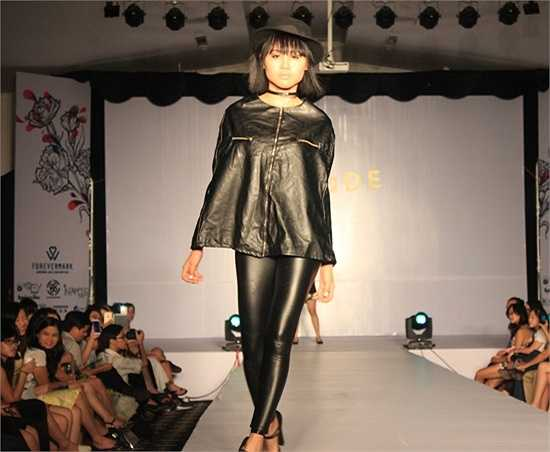 Nữ sinh Hà thành thể hiện sự mạnh mẽ khi khoác lên mình trang phục màu đen.