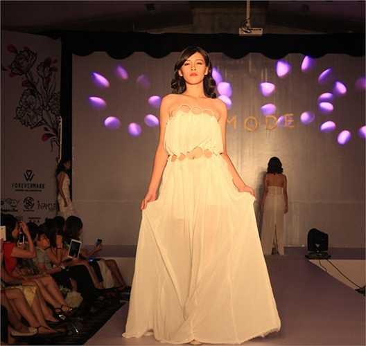 Buổi biểu diễn thời trang được dàn dựng bởi các học sinh trường Ams.