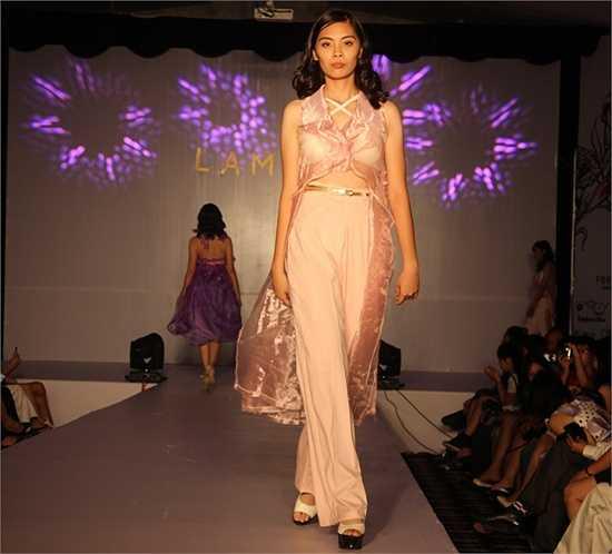 Hương Giang – Đại sứ thân thiện của Ngày hội Anh tài 2014 ấn tượng trong bộ váy mang phong cách búp bê truyền thống Nhật Bản