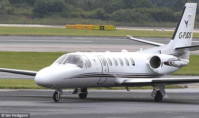Martial đáp máy bay riêng đến MU để kiểm tra y tế, trước khi quay trở lại Pháp để tập trung đội tuyển