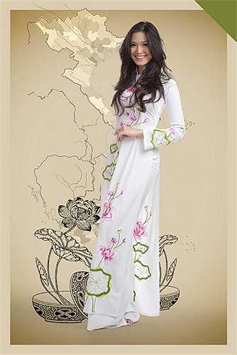 Chào mừng 70 năm Quốc Khánh 2/9, NTK Đức Hùng cho ra mắt bộ sưu tập áo dài với chất liệu tơ tằm truyền thống Việt Nam.