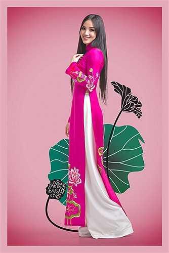 Bởi NTK Đức Hùng muốn mang sắc màu thiên nhiên vào cuộc sống , vào bộ sưu tập đầy ý nghĩa này từ chính 2 màu đặc trưng của sen Việt .