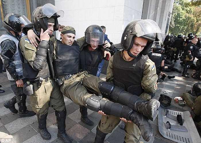 Rất nhiều cảnh sát đã bị thương