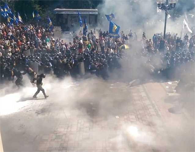 Sau nỗ lực đàn áp, rất nhiều phần tử biểu tình đã bị thương nặng và được đưa đi cấp cứu tại các bệnh viện