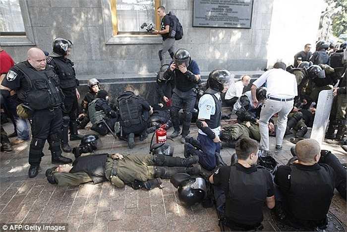 Đường phố Kiev la liệt người bị thương vì vụ bạo loạn