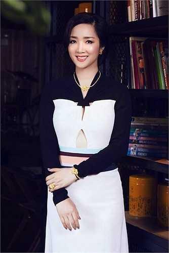 Hoa hậu Đền Hùng luôn cuốn hút trong mọi khung hình.