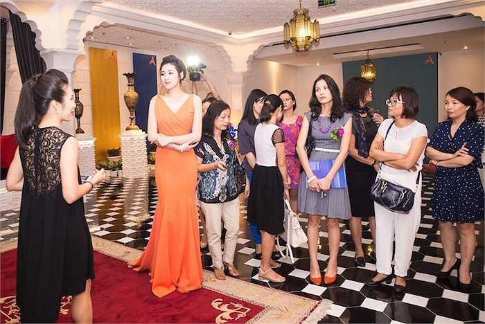 Sở hữu khuôn mặt thanh tú và làn da trắng, người đẹp sinh năm 1993 có nhiều lợi thế trong showbiz Việt.