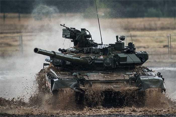 Xe tăng T-90 Vladimir là loại xe tăng chiến đấu chủ lực thế hệ thứ 3 của Nga, được chế tạo vào cuối năm 1980 đầu những năm 1990. Đây là mẫu xe tăng hiện đại hóa T-72B
