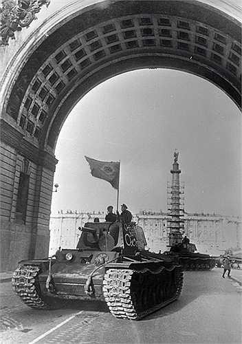 KV là một loại xe tăng hạng nặng của Liên Xô, phục vụ Hồng quân Liên Xô trong Chiến tranh thế giới II, và được xem là một trong những chiếc xe tăng uy lực nhất trên thế giới