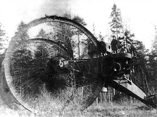 Xe tăng Tsar là mẫu xe tăng độc đáo của Nga. Loại xe này được thiết kế để vượt qua mọi chướng ngại vật. Tuy nhiên, do cồng kềnh nên Tsar đã nhanh chóng bị loại bỏ