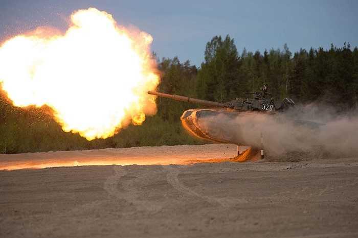 T-80 xe tăng chiến đấu chủ lực (MBT- Main Battle Tank) được sản xuất tại Liên Xô và được đưa vào sử dụng năm 1976 và là phiên bản nâng cấp của T-64