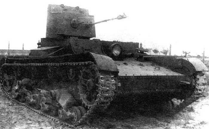 Xe tăng KhT-26 được phát triển từ phiên bản xe tăng bộ binh T-26 của Nga